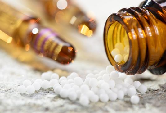 Au lieu de médicaments sous forme de micro-granulés, Advicenne utilise des médicaments sous forme liquide pour les personnes ayant des difficultés à avaler, les adultes épileptiques pharmacorésistants ou les enfants.